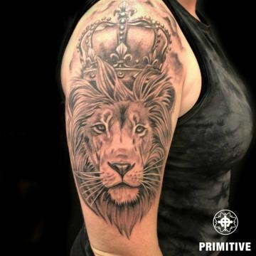 lion-black-grey-realism-crown-feminie-strong-arm-bobbi-360×360