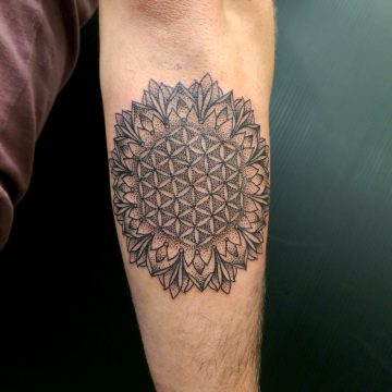 primitive-tattoo-dotwork-flower